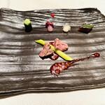 翆陽 - 熊本産赤牛のタスマニアマスタード入りベジタブルソース