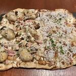 バール ア フロマージュ スーヴォワル - 牡蠣と舞茸のタルトフランベ、山利しらすのタルトフランベ