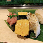 寿司 魚がし日本一 - まぐろ軍艦、たまご、穴子白煮