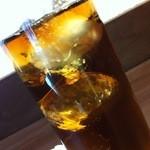 神戸牛丼 広重 - お茶。氷丸かった♪