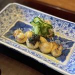 152244912 - 小鰻の白焼き、オリーブオイル掛け、キャビア(岐阜県中津川産)載せ、胡瓜&茗荷添
