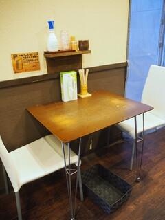 北野 - 店内(テーブル席)