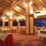 白馬ハイランドホテル - 約100席のレストランでお召し上がりくださいませ