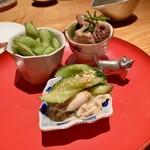 152266286 - 鶏ささみとキュウリ、茶豆ゆであげ、鶏白レバーのオイル漬け