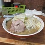 ラーメン二郎 - 小の麺少なめでも普通のラーメンより多い