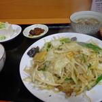 源ちゃんラーメン - 野菜炒め定食700円冷奴付き