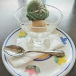 ヴィア ナポリ - 別注の本日のジェラート!セットドリンクをこれに変える事が出来ます。味は普通でちょっとイマイチ。