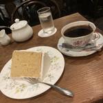 152294048 - コーヒーとメイプルシフォンケーキ