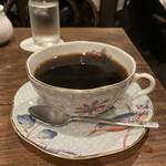 152294050 - コーヒーカップは、お客に合わせてセレクトするらしいです!