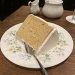 152294052 - クリームが綺麗に完璧に塗られたシフォンケーキ!!