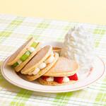 エッグスンシングス - ★期間限定★フルーツパンケーキサンド