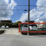 らー麺 つけ麺 おぐり - 駐車場は店前2台の他、ココス真裏の月極駐車場内の赤枠部分に3台分