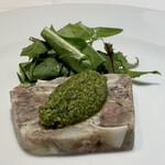 PRIMO - ローマ風コッパ(豚ホホ、豚足、豚の耳ゼリー寄せ)サルサヴェルデ 色々な部位の食感が楽しいです。 パセリやアンチョビにハーブのサルサヴェルデソースのスッキリした爽やかな風味が豚の香りに華を添えています。