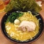 横浜家系ラーメン 代々木商店 - らーめん 650円 麺の固さ普通 味濃い目 アブラ多め