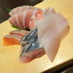 魚然 - 刺身アップ