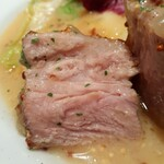 152336912 - 肉はレアピンクで柔らかジューシー