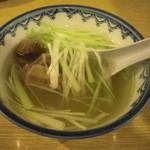 15234704 - テールスープ。シャキシャキの葱がアクセント。