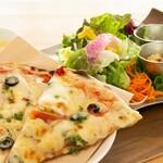 イモノ キッチン - チーズたっぷり自家製ピザセット【シェフおすすめ】