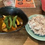 北海道スープカリー専門店 マナ - チキン&野菜カリー(1,000円)