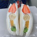 ビー! フルーツ サンドイッチ -