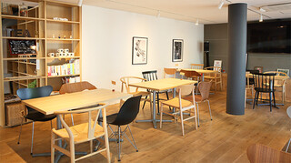 サーティーナインカフェ - 1階 テーブル席 全景