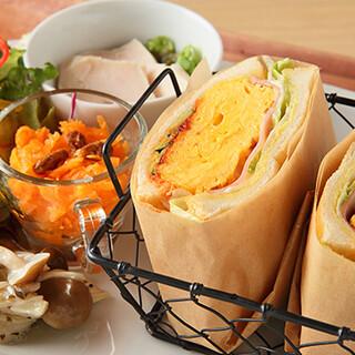 【当店自慢】ボリューミーで食べ応えのある手作りサンドイッチ
