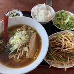 三福源 - 料理写真:ニラレバ 醤油ラーメン付き