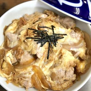 今井屋 - 料理写真:親子丼 715円 使われているお肉は豚肉