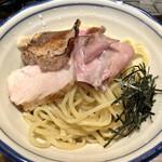 麺屋 宮本 - 濃厚豚骨魚介つけ麺 3種のチャーシューが楽しい