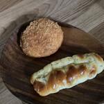 くがのマル井パン - カレーパンとウインナーパン