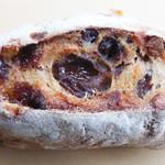 15236045 - レーズンとくるみパン 110円