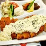 Narikoma-Ya - ランチ人気のチキン南蛮は自家製タルタルソースが決め手