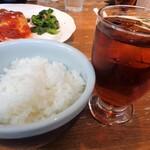 ゆうき亭 - ご飯とウーロン茶付