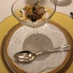 152368814 - 軽い前菜のアスパラガスのムース毛蟹と雲丹のせ