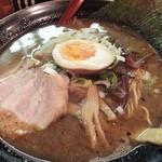 麺屋 かめせん - こがしにんにくラーメン(650円)。