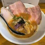 MARCO - 料理写真:鶏白湯濃厚醤油らーめん\(=^‥^)/'`¥850円