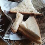 ムロマチカフェハチ - 食パンカット