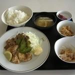 呉市役所食堂 - Sランチ(鶏のバジルソース焼500円)