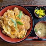 国境食堂 - 料理写真:カツ丼 880円