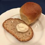ろしあ亭 - 自家製パン