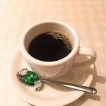 ビストロ ピック ドール - コーヒーには可愛らしいチョコ付き