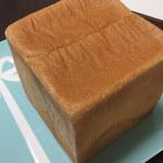 パン工房 今西 - 斜めからの食パンさん!かための外側が最高に美味しい(*≧◡≦*)