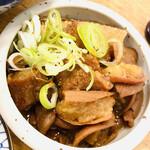 あべちゃん - 志村けんさんもこの煮込みを食べながら一杯やってたのかな…