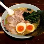 壱八家 - 料理写真:チャーシュー麺の並(麺量180g位) トッピングは半味玉