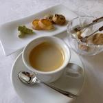 サン・マキアージュ - 食後の小菓子とコーヒー