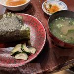 蔵の庄 - 梅おにぎりと味噌汁