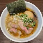 まかない へきる - 料理写真:■淡麗煮干し醤油そば半熟味玉¥880