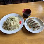 西村麺業 - 料理写真:焼きそば大盛り 餃子