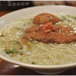 鳥料理 有明 - 水炊きらーめん+フレンチ地玉子の味玉 700+100円