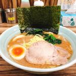 武源家 - 豚骨の旨味が凝縮した極上のスープ